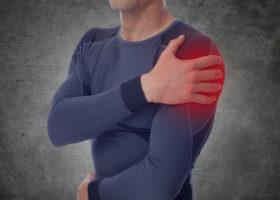animerad bild av man som håller sig om axeln