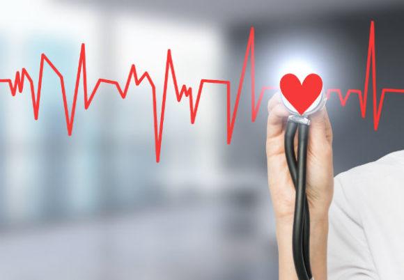 stetoskop och rött hjärta