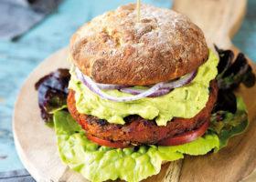 The Ultimate Vegan Burger med avokadokräm