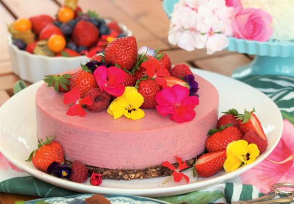 Vegansk jordgubbsmoussetårta