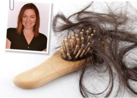 kvinna hårborste med mycket löst hår