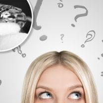 saltkar och kvinna med frågetecken ovanför huvudet