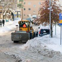 snömodd och plogad väg