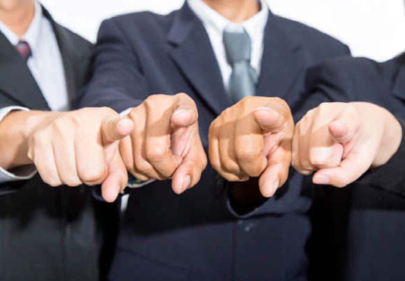 grupp pekar finger