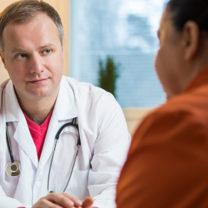 kvinna på läkarbesök
