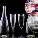 glas och flaskor fest och man som somnat med en flaska