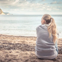 kvinna på stranden