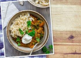 linsgryta med ris på tallrik