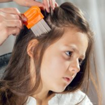 mother-using-a-comb-to-look-for-head-lice-picture-id497631674 (1)