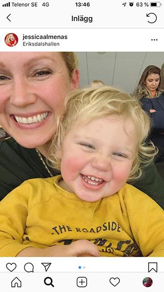 Jessica Almenäs med sin son Sam, 2.