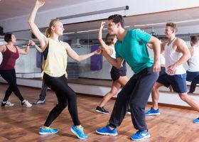 människor dansar