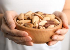 skål med paranötter