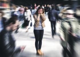 kvinna har panikångest