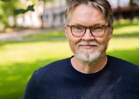 Vetenksapsjournalisten Henrik Enbart