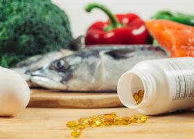fisk, ägg, grönsaker och d-vitaminkapslar
