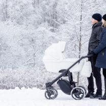 par med barndom i vinterväder