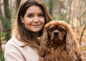 Victoria Carlsson, grundare av Denjo dogs med sin hund