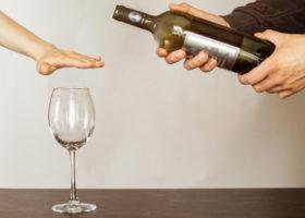 vinflaska och glas