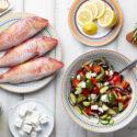 fisk, bröd och grönsaker