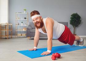 man som gör armhävningar på en yogamatta