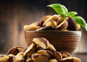 Paranötter i en skål